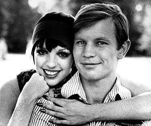 Behind the scenes: isn't this so cute?? Liza Minnelli and Michael York on the set of CABARET (1972).
