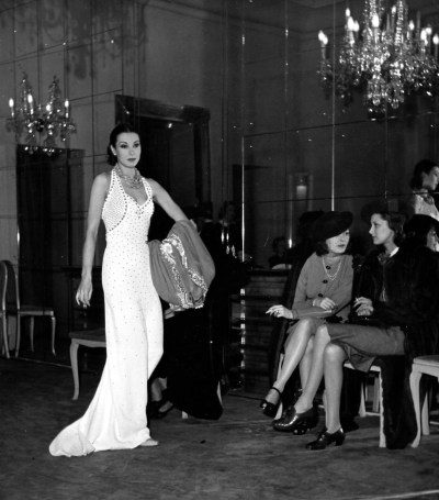 legrandcirque:  A woman modelling a new line of dresses at a fashion show. Photograph by William Vandivert. United Kingdom, 1939.  Fly shit