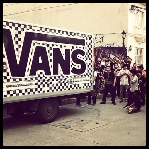 vansphilippines:  Vans Santa gave away free Vans shoes in exchange for old shoes. Old shoes to be donated to the Sendong victims.  (Taken with instagram)
