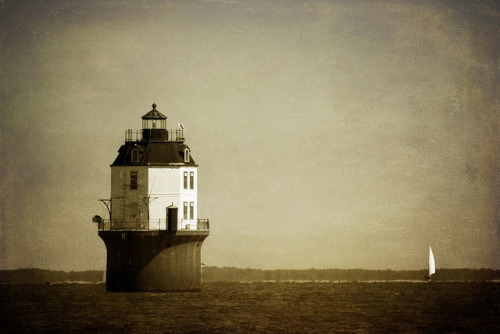 mytickingheart:  Chesapeake Lighthouse by buzzstuff on Flickr.