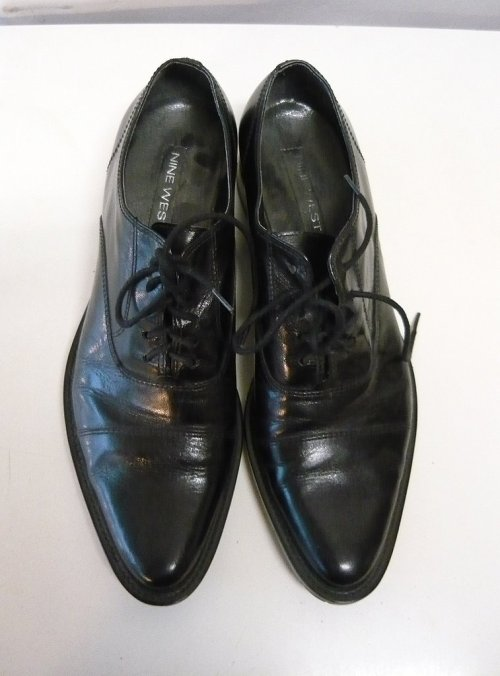 His or hers????  Vintage Nine West lace-up oxfords…very sleek. @ www.GoodEye.Etsy.Com