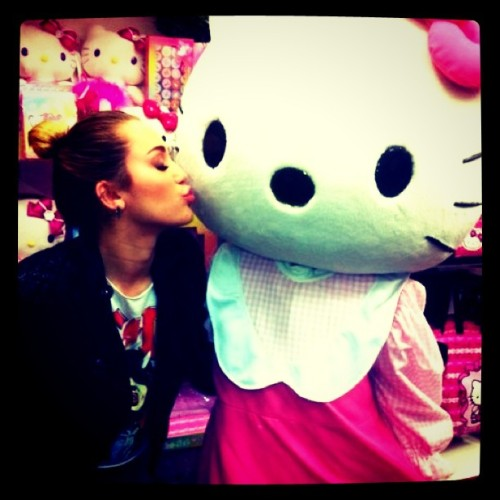 #mileycyrus #hellokitty (Taken with instagram)