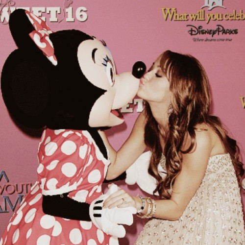 #mileycyrus #minniemouse #sweet16 #disneyworld (Taken with instagram)