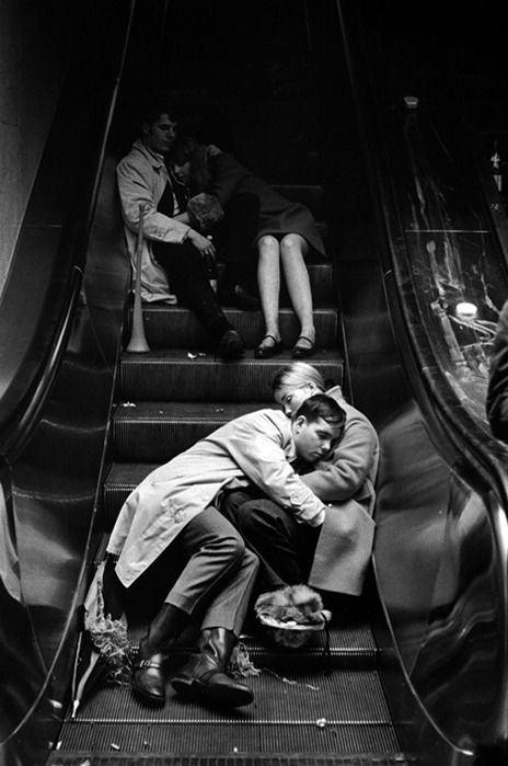 nevver:  Grand Central, New Year's Eve 1969  Photograph by Leonard Freed