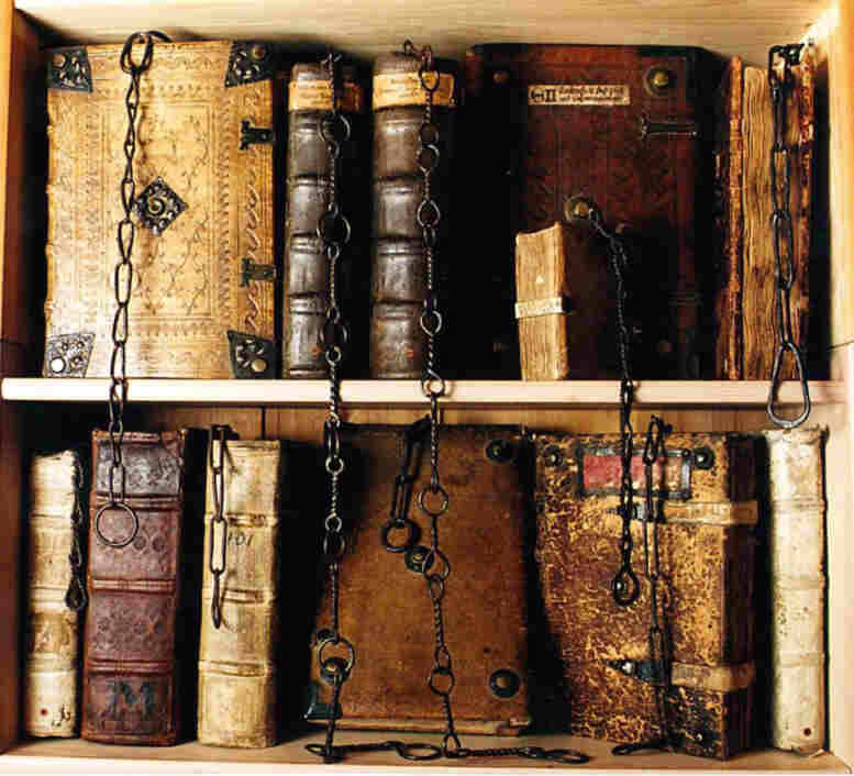 bibliofila:  The chained library (Chetham's Library, Manchester, UK) Source: Lia Keyes