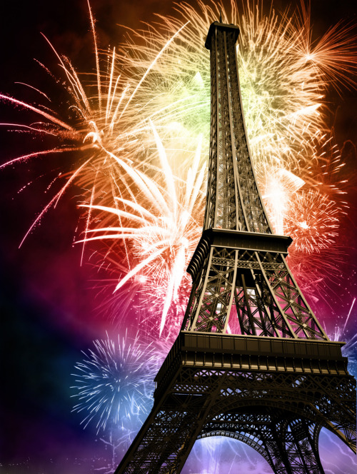 Bonne Année! New Year's Fireworks at the Eiffel Tower.