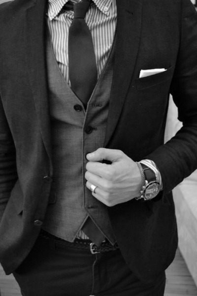 eloquent-in-death:  Men in suits-yes. Yesyesyes.