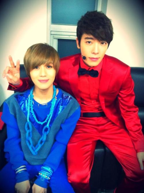 @donghae81015 2012… 건강하세요!!^^ pic.twitter.com/DqKSiDLY2012… be healthy (take care)!