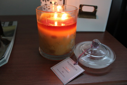 kiarapeta:  =  I actually have one of those candles. Mine is vanilla and caramel and makes me hungry when it's lit. Next one I'm going to get will be the coconut and lime one.