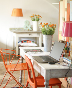 wellappointeddesk:  A little dash of orange to brighten up your dreary January. (via wood & wool stool)