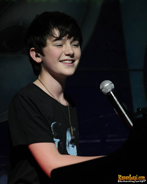 this is Greyson Chance. I made it for u Greyson Fans!