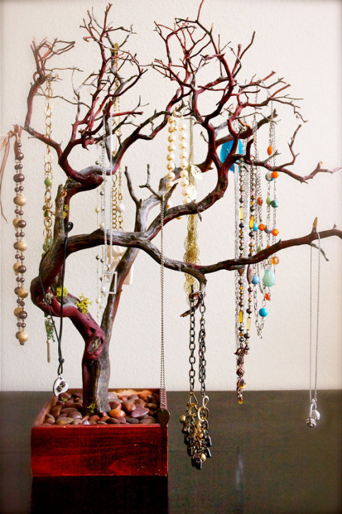 wickedclothes:  Red Jewelry Tree. Each tree comes with matching stones to line box at the bottom. All trees are real wood and vary in size and character. Sold on Etsy.  Want one!