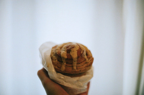 27paperboats:  earl grey roll by miwaramone on Flickr.  Earl Grey Roll?!?!?!? What?!?!