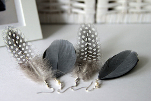 re-fre-sh:  Love feather earrings!