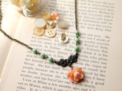 (via Celia vintage rose and mint glass necklace by BlueSunEmporium)