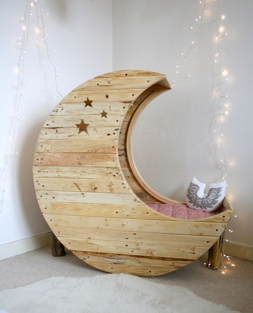 DO WANT. NOW!  I WILL HIDE WITHIN THE MOON TO READ NOVELS SO NONE CAN DISTURB ME!