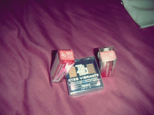 eyeshadow and TWO lipstick from ZA only at $15?! BUY~!! And the lipstick comes in my fav colour light/nude pinky shade~ TOTALLY BEST BUY ^^!