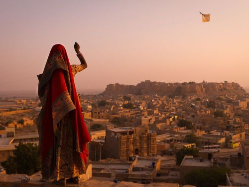 nationalgeographicdaily:  Girl With Kite, IndiaPhoto: Simon Christen