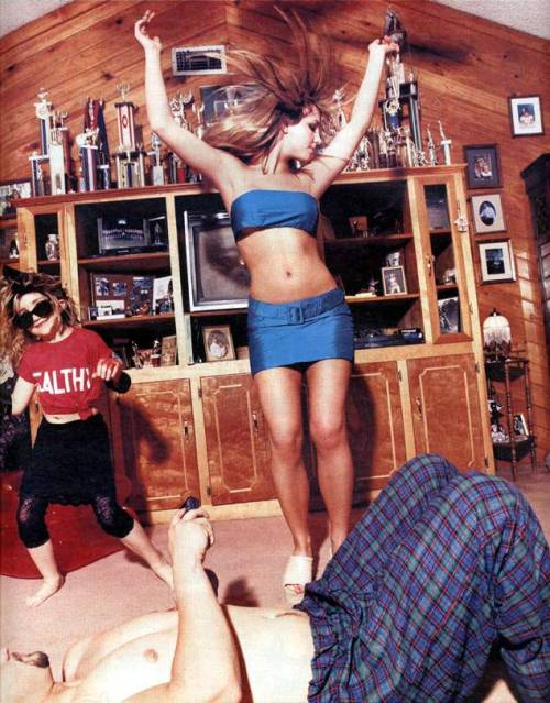britoholic:  Britney Spears with her sister & brother photographed in her Louisiana home in 1999 by David Lachapelle for Rolling Stone.