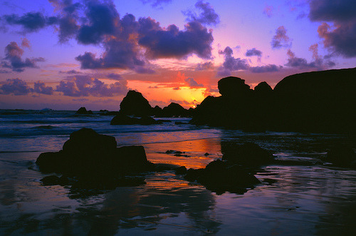silentflute-silverthread:  Oregon Coast sunset by Mike Putnam on Flickr.