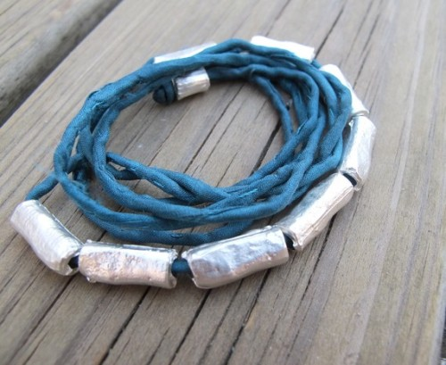 (via Silk and Pebbles teal necklace by iomiss on Etsy)