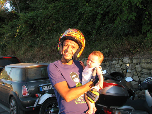 skwarka:  ATTENTION! holding a baby can be dangerous: always wear helmet and gloves.
