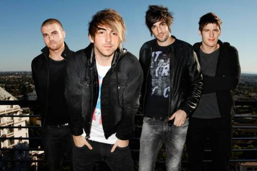 All Time Low will be doing a string of signings alongside their UK tour this month at Pulp stores around the UK.  You can find out more on the signings here! January 14th - Pulp Glasgow15th - Pulp Liverpool21st - Pulp Manchester24th - Pulp Nottingham