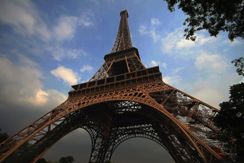 Eiffel Tower by Rodrigo Ono on Flickr.