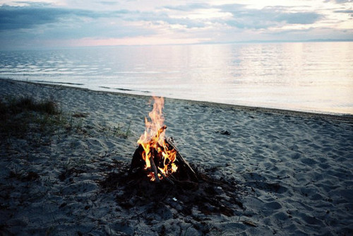 OCEANS WAVES & THE SOUND OF THE CRACKLING FIRE :$ PARADISEEE!!!!  I WOULD LIKE TO BE HERE PLEASE TELEPORT ME THERE!!!