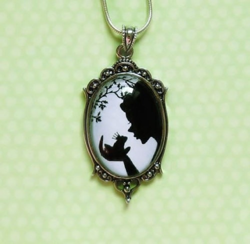 "hatandmouse:  Very lovely Princess And The Frog necklace ""The Magical Kiss"" from SarusCrafts. Follow hatandmouse for Disney finds and fashion as well as Harry Potter!"