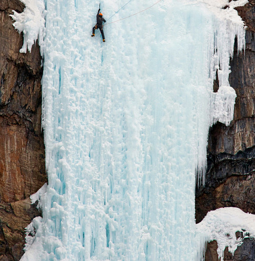 wonderfulwonderfulworld:     Ice climbers in the province of British Columbia, western Canada (Dani Francois on 500px.com)