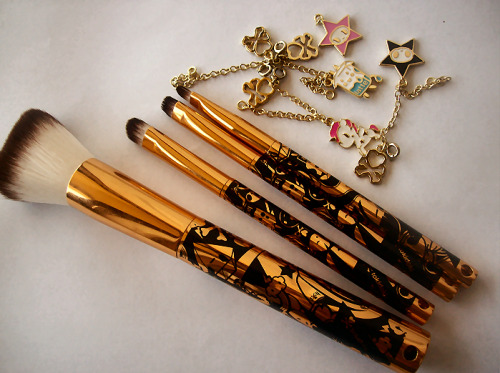 tokidoki Pittura Brush Set: 24 Karat Edition. Original price: 42$Sales price: 24$Price when I used a 20% coupon during a sale: 19$ (plus shipping). I adore tokidoki desgins but I've never owned anything from the makeup line. The only tokidoki item I have is a 2012 planner that I used for a month. What? I don't have a outside-of-the-house life.  I've always looked at tokidoki cosmetics but never found anything I wanted. I've swatched the four pan palettes but was never impressed. I did want the brush set that had three brushes, but just never purchased them. But hey! Look what I got! A brush set! This is limited edition and retails for 42$ in Sephora's stores. I almost purchased this last Monday when I walked in but then I remembered that it was on sale on the website and there was a 20% off all sale items promotion going on so I didn't bother purchasing it for full price. The brushes have a gold and black handle with the usual tokidoki designs. The (synthetic) bristles are white and brown at the top. From left to right: Ciao Ciao Star Powder Brush, Latte Eyeshadow Brush, Adios Star Smudge Brush, and Unicorner Eyeliner/Lip Brush. The charms you see on the right are attached to the brushes, but I took them all since they're a pain in the ass to deal with when you're applying makeup. The one thing I have to tell you is that these brushes are so damn soft. I don't think I've ever had softer brushes. These are definitely the softest I own! My favourites are the powder and smudge brushes. Putting on my translucent powder is nice and easy with the powder brush and smudging eyeliner with the smudge brush doesn't hurt my eyes! I can't say much for the eyeliner/lip brush because I haven't used it yet, oops. I wouldn't use it for eyeliner though. It looks the same as the ELF small percision brush and it's just not something for eyeliner, in my personal opinion. I'd rather use it as a lip brush. I do have a small issue with the eyeshadow brush. I think it's too big for me to use. I prefer eyeshadow brushes with smaller bristles. I also feel like it doesn't pick up eyeshadow very well. Overall, I think this is a great deal if you buy this online and not in store. You'll be saving a lot of money! Please, follow my Tumblr for more reviews and don't forget to subscribe to my YouTube Channel! (: