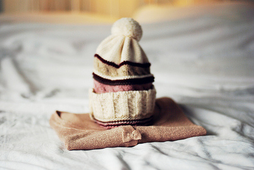 tearinthepocket:  Winter is all about hats and lovely cardigans (by *December Sun )