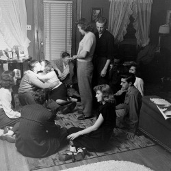 fuckyeahvintage-retro:  Teens play a kissing game at a party. Iowa, 1947.
