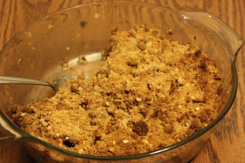 Mmm… simple and easy apple crisp. Get the recipe here.