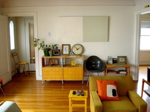 midcenturyapartment:  Mid century inspired living room.  Love this one.