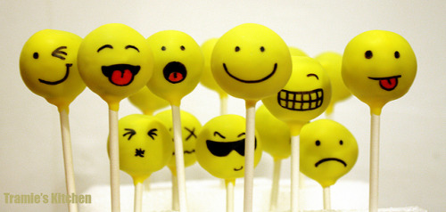 whiteribbonbangle:  Happy faces cakepops by Tramie's Kitchen on Flickr. Everyday's mood