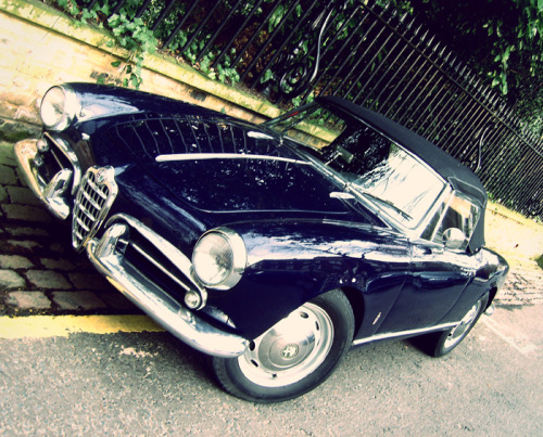 Alfa Romeo Giulietta Spider. a random old photo i took a couple of years back.