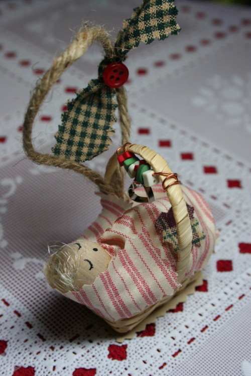 Project: Baby's First Christmas Ornament A friend of mine just had a baby and so I was inspired to make her this ornament as a Christmas gift.