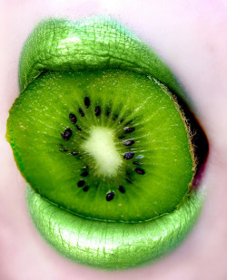 iheartlucyforlife:  31 of 365: Kiwi Kisses by Lady Pandacat on Flickr.