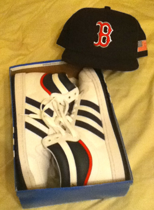 In my city, it doesn't get more classic than this kix & fitted combo right here!