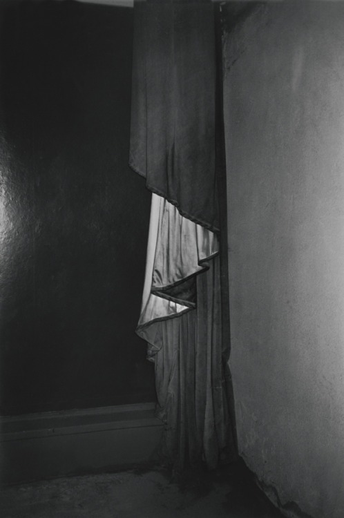 youtreau:G.C.-G.E.-97 by Dirk Braeckman