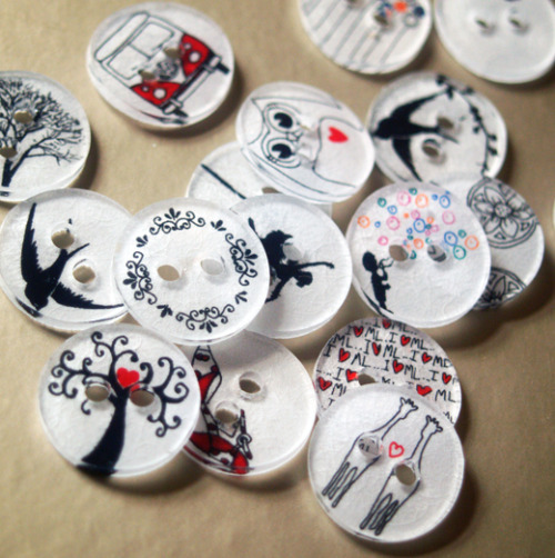 prettylittlepieces:  How to Make Clothing Buttons from Shrink Plastic