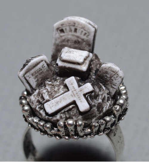 bitchbyproxy:  miniature cemetery ring.