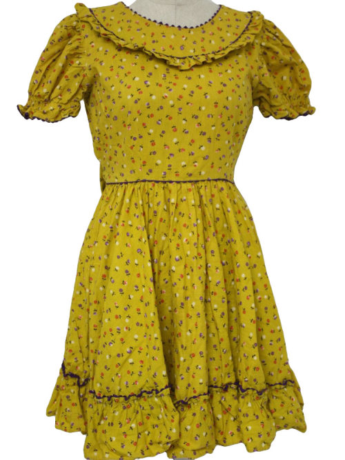 thriftymaterialist:  1960s Yellow Women's Square Dancing Dress  WANT.