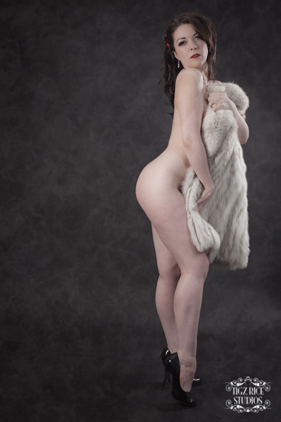 bettydlight:  Another shot from the fur coat set I did with Tigz Rice.