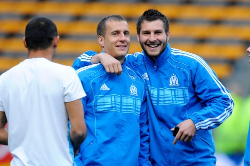 Judging by Cheyrou's face, Deschamps isn't the only one on the team with a problem with Gignac (teasing)