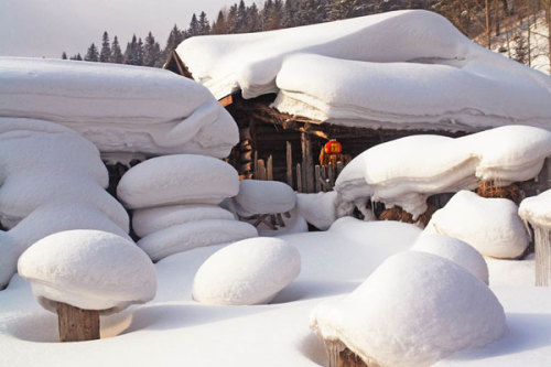 "Now THIS is what snow looks like. This is the village of Xueziang (also known as the ""home of snow""), which is 300 miles outside the city of Beijing."