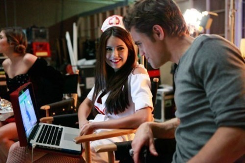 stelenaforlife:  On the computer screen is a picture of her at her Seventeen photoshoot. Look at the way Paul smiles and look at the way Nina looks at him. <3  i love the fact that nina want the judgement of paul….about her shoots…
