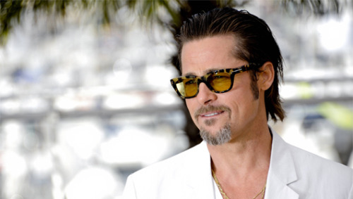 Angelina Jolie buys Brad Pitt a waterfallActor plans to build his own green home over the falls after becoming inspired Frank Lloyd Wright's famous Fallingwater estate, according to reports.